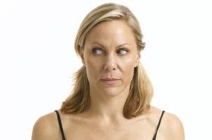 Gerakan lirik-lirik melirik ini untuk mengatasi kerutan-kerutan di daerah mata